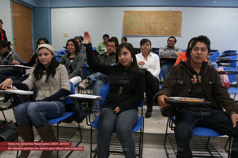Invita UAEH a cursos TOEFL para alumnos sin título